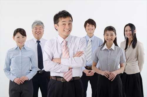 最低10人の起業家にインタビューをしよう!